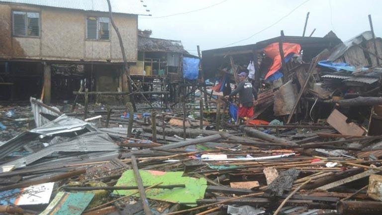 El paso del tifón Haiyan por Filipinas ha dejado más de 100 muertos, según las autoridades del país