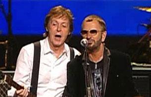 Ver vídeo  'Paul McCartney y Ringo Starr se reunen para un concierto benéfico'