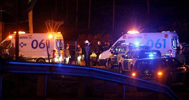 La Guardia Cilvil y dos uvis móviles junto al Centro de Estancia Temporal de Inmigrantes (CETI) de Melilla.