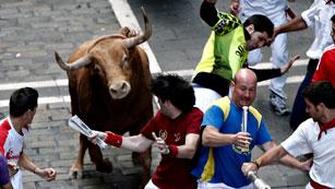 Ver vídeo  'Peligrosísimo y rápido último encierro de San Fermín 2012, de Torrehandilla'