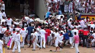 Ver vídeo  'Peligroso encierro en Pamplona'