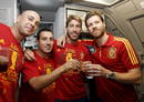 Pepe Reina, Santiago Cazorla, Sergio Ramos y Xabi Alonso, posan en el avi&oacute;n que traslad&oacute; al equipo espa&ntilde;ol desde Kiev a Madrid.