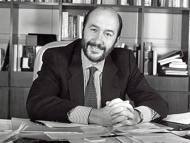 Perfil de Alfredo Pérez Rubalcaba, nuevo secretario general del PSOE