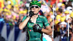 Ver vídeo  'Pierre Rolland gana en solitario la etapa reina de los Alpes'