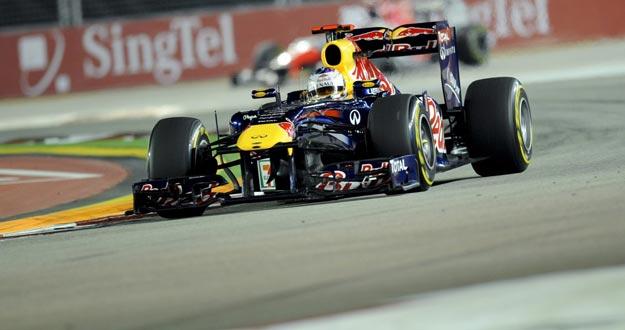 El piloto alemán Sebastian Vettel (Red Bull) logra la 'pole' en el GP de Singapur.