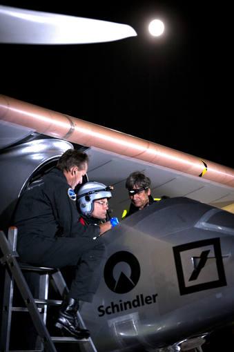 El piloto del 'Solar Impulse' se prepara para el viaje