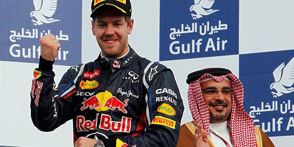 El piloto de Red Bull Sebastian Vettel en el podio de Baréin.