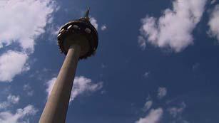 Noticias El Pirulí, un pionero tentetieso que revolucionó el cielo de Madrid hace 32 años