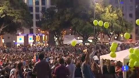 Ver vídeo  'En Plaza de Cataluña, Barcelona, los indignados han permanecido toda la madrugada'