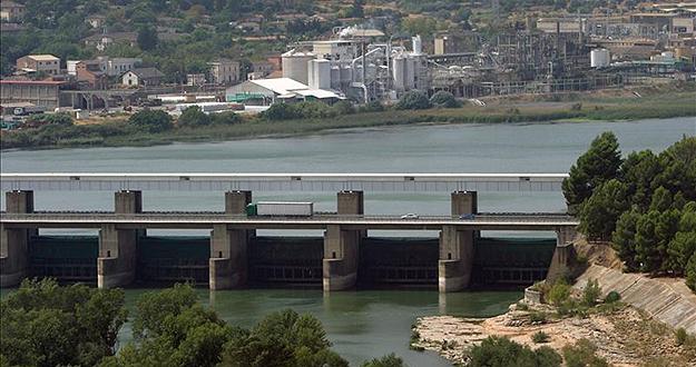 Una población de microalgas en el pantano de Tarragona provoca restricciones en el consumo de agua