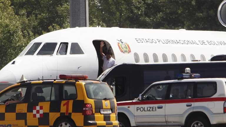 El avión de Evo Morales retoma su vuelo tras descartarse la presencia de Snowden