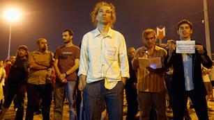 Ver vídeo  'La Policía turca disuelve la concentración silenciosa de la plaza Taksim'