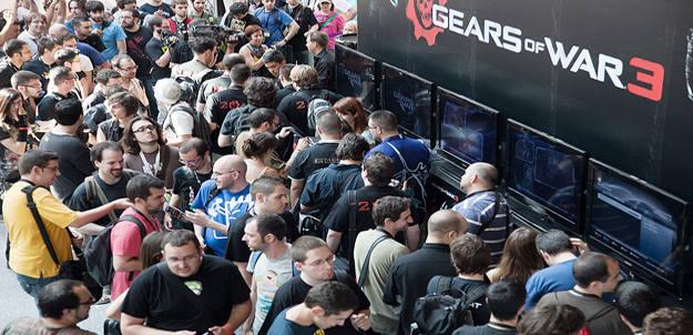 Un grupo de aficionados esperan la apertura de puertas del Gamelab (Archivo)