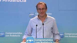 Ver vídeo  'PP y PSOE se enfrentan de nuevo respecto a la atención médica a los inmigrantes'
