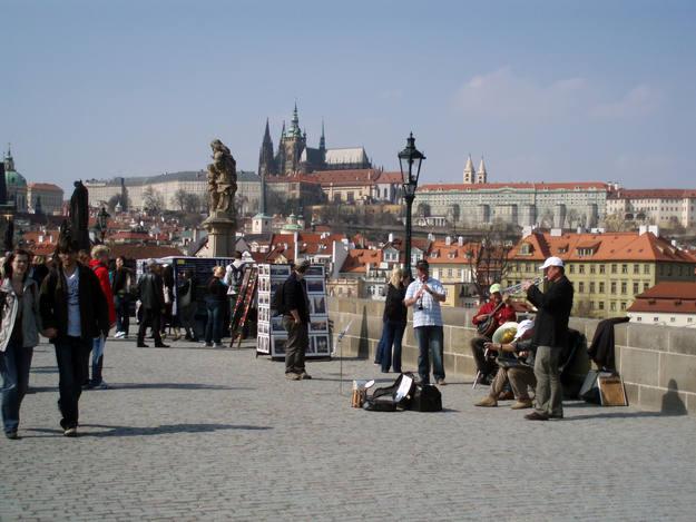 Praga está lleno de rincones mágicos, como el famoso puente de Praga - Buscamundos
