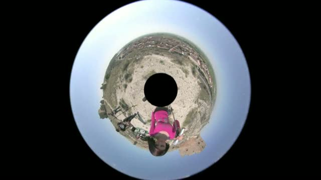 "Premios INVI 2011- Interactive video clip 360 º ""walking slowly"""