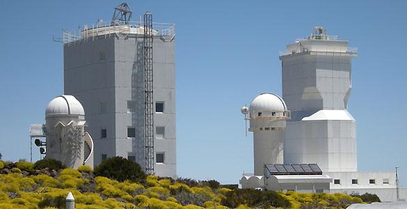 Telescopios solares GREGOR y VTT (Telescopio de Torre al Vacío) en el Observatorio del Teide, Tenerife