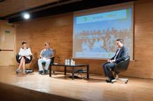 Un momento de la presentación. De izquierda a derecha, Sandra López de Santiago, David Varona y Raúl Ordóñez.