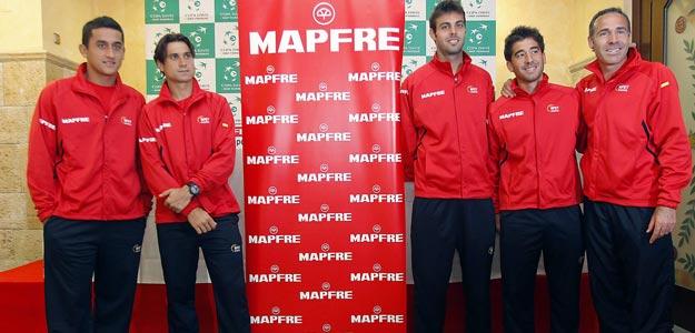 De izda a dcha, Nicolás Almagro, David Ferrer, Marcel Granollers, Marc López y Alex Corretja (capitán)