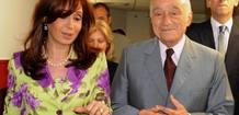 La presidenta argentina, Cristina Fernández, conversa con Enrique Eskenazi.