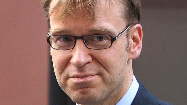 """El presidente del Bundesbank insta a España a refugiarse """"bajo el paraguas"""" de un rescate de la UE"""