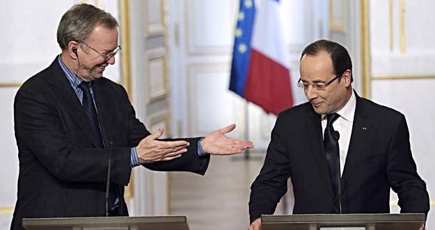 El presidente de Francia, François Hollande, en rueda de prensa con el presidente ejecutivo de Google, Eric Schmidt