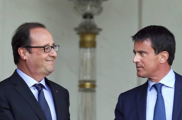 El presidente Hollande junto al primer ministro, Manuel Valls