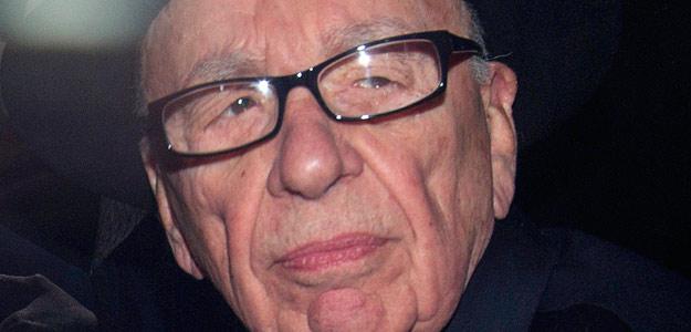 El presidente de News Corporation, Rupert Murdoch, en una foto tomada tras prestar declaración, el 26 de abril