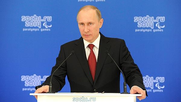 El presidente ruso, Vladimir Putin, habla en Sochi durante un encuentro con los paralímpicos rusos