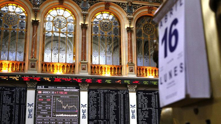La prima de riesgo toca los 444 puntos y la Bolsa vive una jornada muy volátil