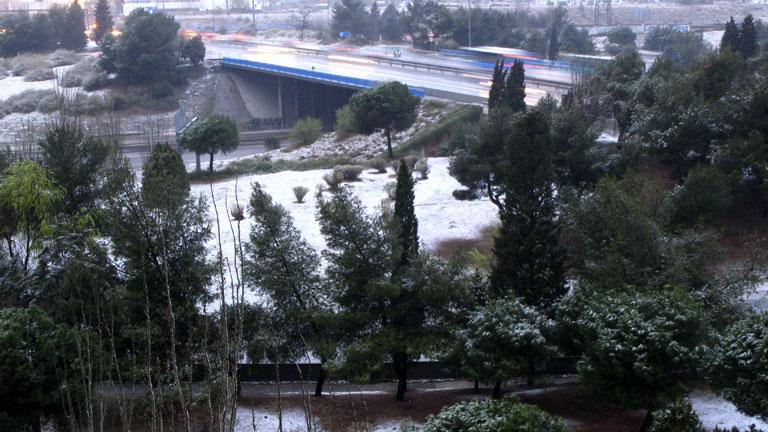 La primavera comienza con nevadas y lluvias