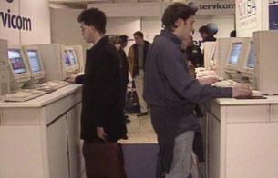 Ver vídeo  'Primer congreso de usuarios de Internet en España (1996)'