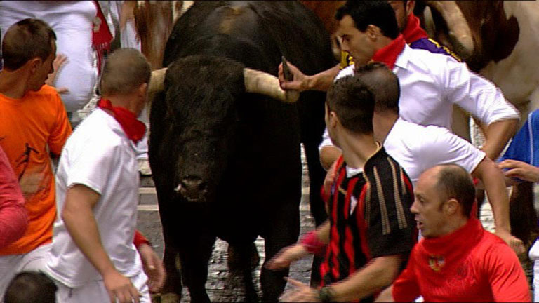 Peligroso y accidentado primer encierro de San Ferm&iacute;n 2012, de Dolores Aguirre