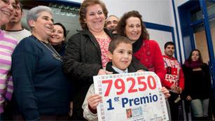 Ver v?deo  'El primer premio de la Lotería de Navidad está muy repartido por toda España'