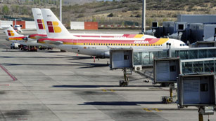 Ver vídeo  'La primera de las 30 jornadas de huelga de pilotos de Iberia deja 124 vuelos cancelados'