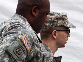 Ver vídeo  'Primera comparecencia ante un tribunal del soldado Bradley Manning'