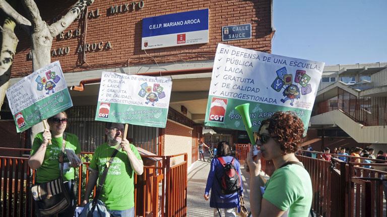 Primeras protestas en Barcelona en el inicio de la huelga general de la enseñanza pública