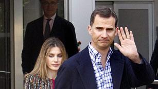Ver vídeo  'Los príncipes de Asturias y Rajoy visitan al Rey'