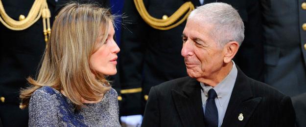 Los Príncipes de Asturias reciben a los galardonados antes de la ceremonia