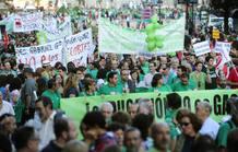 Profesores, alumnos y padres se han manifestado por tercera vez por las calles de Madrid para protestar contra los recortes educativos del Gobierno regional.