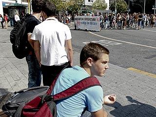 Ver vídeo  'Profesores, alumnos y padres se manifiestan en Madrid contra los recortes en educación'