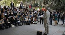 Profesores imparten clase en la calle como protesta