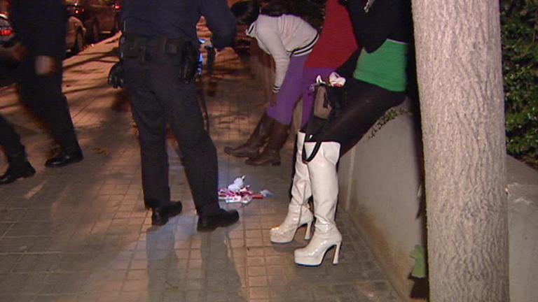 El Ayuntamiento de Barcelona quiere prohibir la prostitución en las calles a partir de este verano