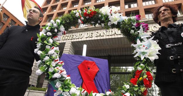 """PROTESTAS ANTE SANIDAD POR """"LA MUERTE"""" DEL PLAN NACIONAL SOBRE EL SIDA"""