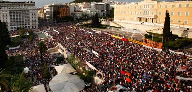 Protestas en Atenas contra el plan de ajuste de Grecia
