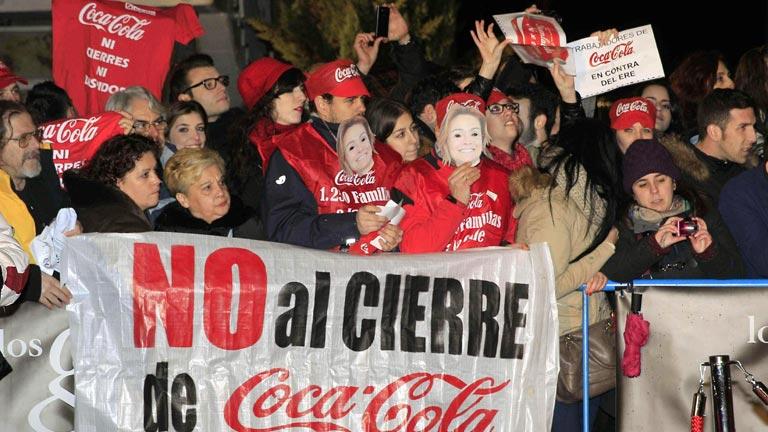 Protestas contra el ERE de Coca-Cola en la alfombra roja de los Premios Goya 2014