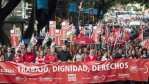 Ver vídeo  'Las protestas de los sindicatos contra la reforma laboral marcan el día del trabajo'