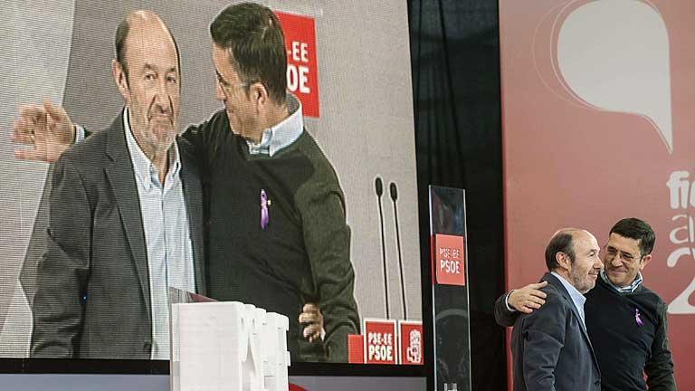 Rubalcaba pide al Gobierno que rectifique sus políticas