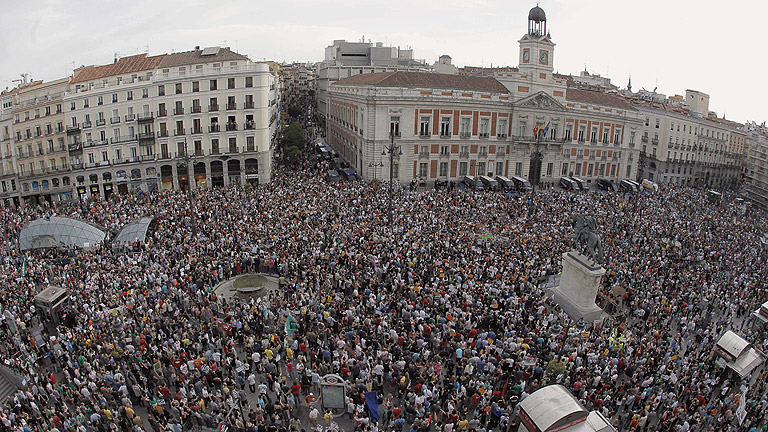 La Puerta del Sol, abarrotada en el primer aniversario del 15M