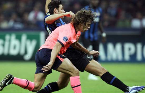 Puyol espera a Eto'o en el Camp Nou